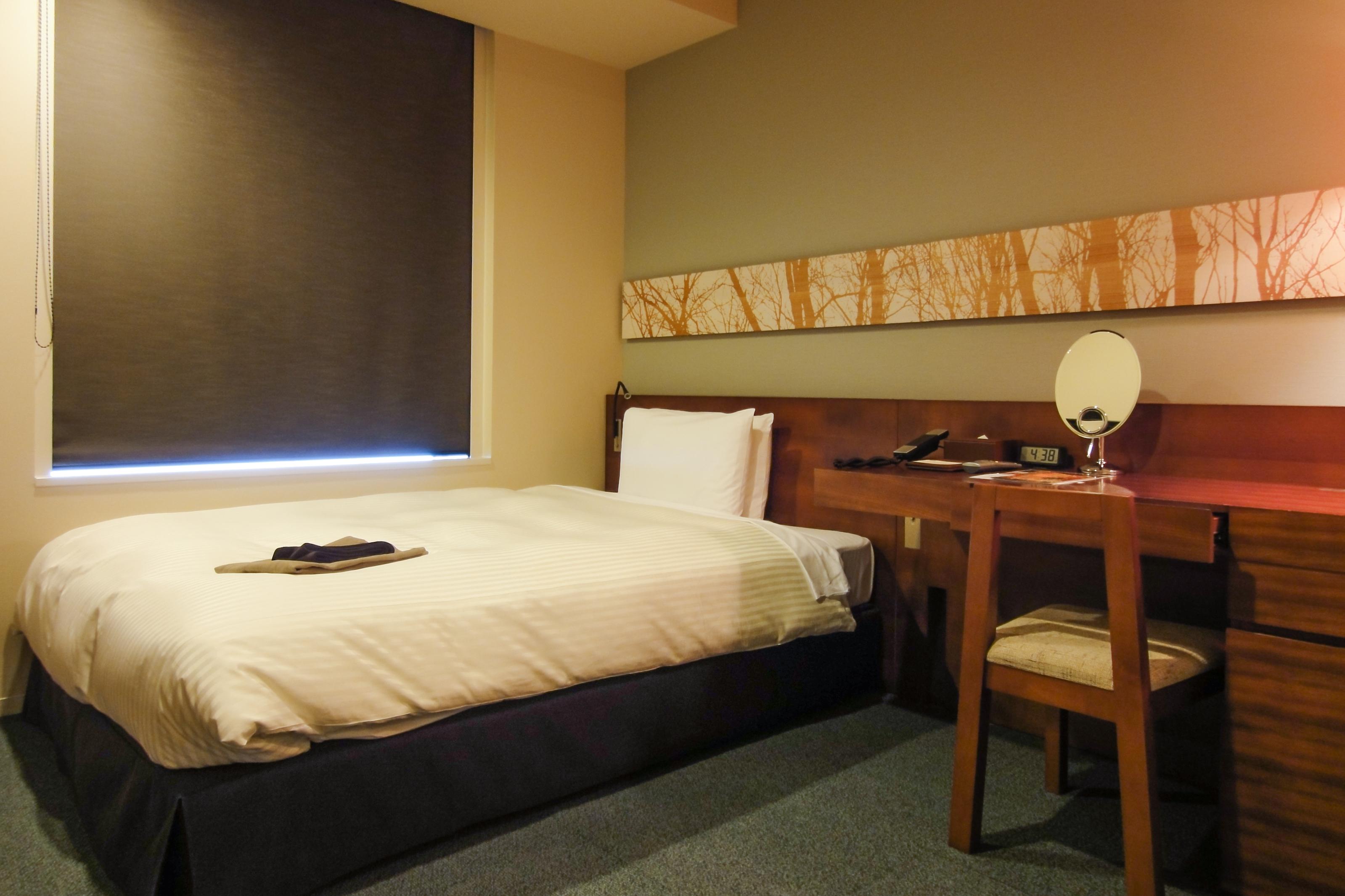 Mitsui_Garden_Hotel_Sendai_Standard_Single_B_bedroom_20100809-001