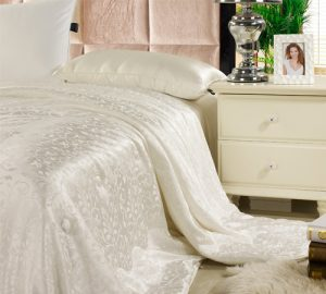 500_silk_comforter_with_silk_jacquard_shell_01