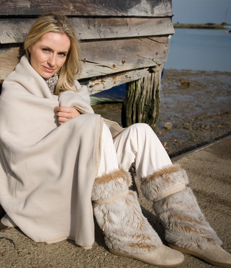 result-active-fleece-blanket-luxury-soft-fell-warm-wrap-around-comforter-94701-p